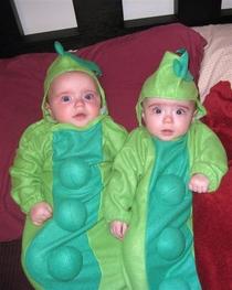 Lia and Ella as pea pods